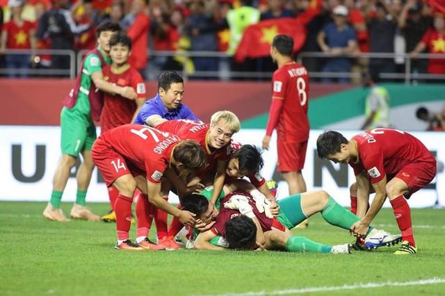 Niềm vui vỡ òa của cá tuyển thủ Việt Nam. Ảnh: Tuấn Hữu