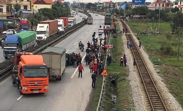 Hiện trường xảy ra vụ tai nạn thương tâm khiến 15 người thương vong chiều 21/1 tại xã Kim Lương, huyện Kim Thành (Hải Dương). Ảnh: TL