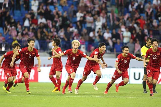 Các tuyển thủ ăn mừng sau khi giành thắng lợi trước đội Jordan. Ảnh: TL