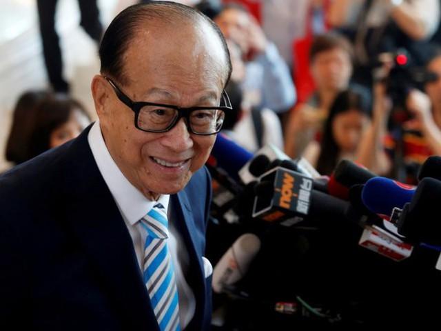 Tỷ phú nổi tiếng nhất là ông Lý Gia Thành, cư dân Hong Kong giàu có nhất, với tài sản 29,3 tỷ USD. Ông từng là một trong những doanh nhân ảnh hưởng nhất tại châu Á, Ông thôi giữ chức chủ tịch CK Hutchison Holdings vào tháng 5/2018 ở tuổi 89.