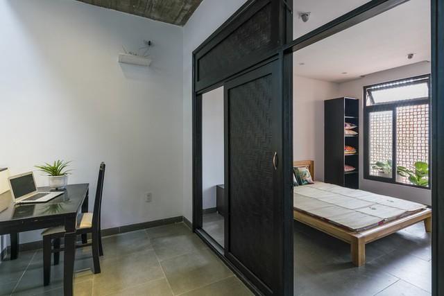 Kết hợp cùng gạch thông gió, ngôi nhà được đảm bảo không có côn trùng mà vẫn thoáng mát.