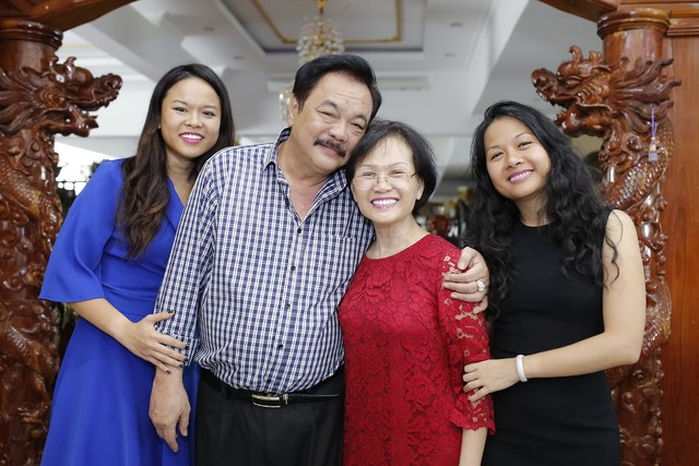 Các thành viên trong gia đình Dr Thanh đều được khai thác đa diện qua hai cuốn sách của Uyên Phương.