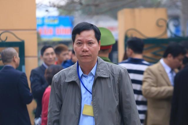Ông Trương Quý Dương đến toà. Ảnh: T.L
