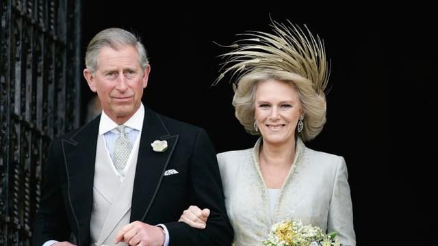 Đám cưới của Thái tử Charles và bà Camilla năm 2005. Ảnh: UK Press.