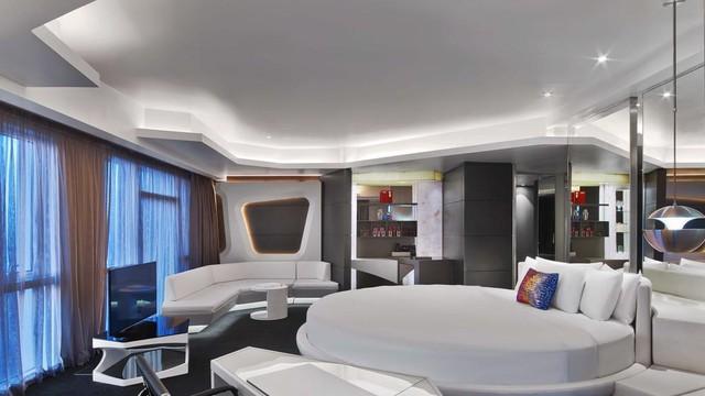  Đặt phòng khách sạn trước vài tháng: Dubai là điểm đến thu hút lượng lớn du khách quốc tế, đặc biệt trong mùa cao điểm. Để chắc chắn sở hữu nơi lưu trú phù hợp, bạn hãy chủ động đặt phòng khách sạn trước ít nhất 2-3 tháng nếu tự lên lịch trình khám phá Dubai. Ảnh: The National.
