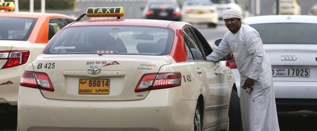 Taxi là phương tiện di chuyển chủ yếu với mức giá khởi điểm từ 5 dirham (hơn 30.000 đồng). Khi lên xe, bạn nên đảm bảo tài xế có đồng hồ và nắm được điểm đến của bạn và thêm chút tiền boa cho những người làm dịch vụ. Ảnh: What's on Dubai.