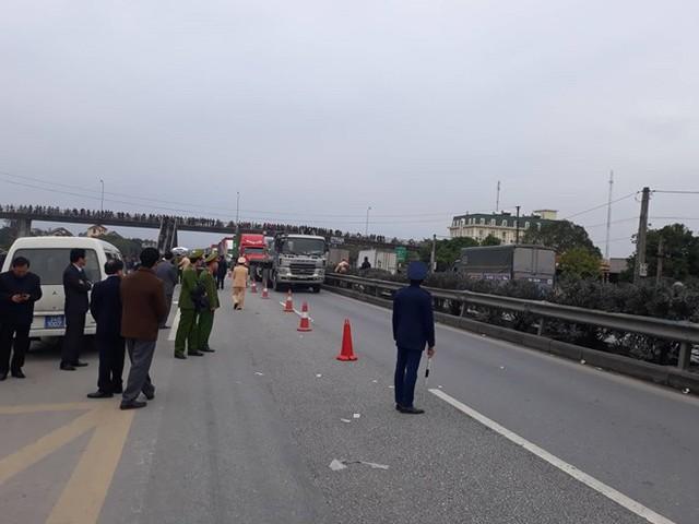 Trước đó, chiều ngày 21/1 cũng trên QL5 cũ xảy ra vụ tai nạn khiến 16 người thương vong. Ảnh: V.T