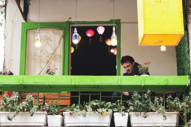 Những quán cà phê yên tĩnh ở góc phố cũng là điểm dừng chân lý tưởng của nhiều du khách khi muốn thư giãn, nghỉ ngơi.