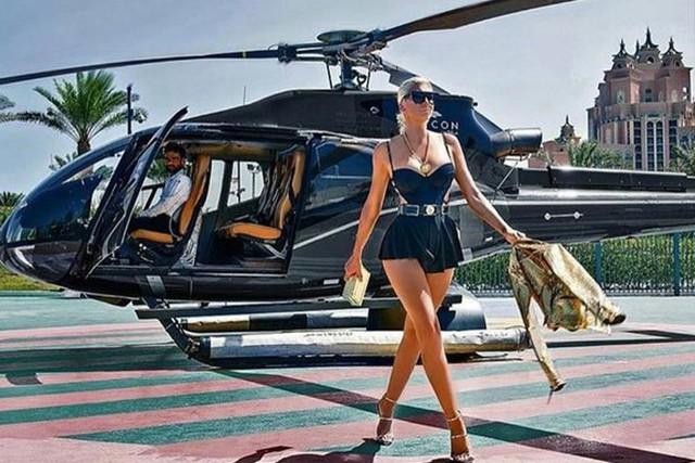 Các cậu ấm, cô chiêu luôn có sẵn phi công và chuyên cơ đợi sẵn để di chuyển đến bất kỳ nơi đâu mà không cần chờ đợi ở sân bay.