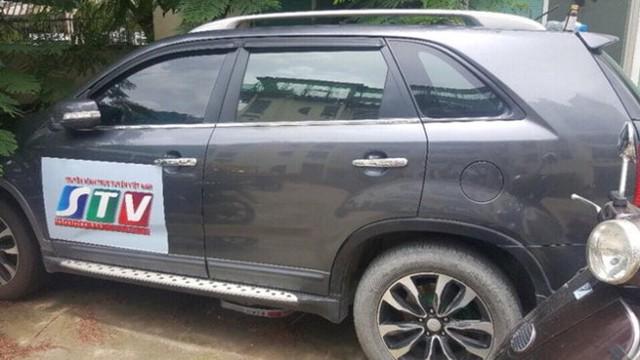 Ôtô gắn logo truyền hình mà Cháng ngụy trang để vận chuyển ma túy.