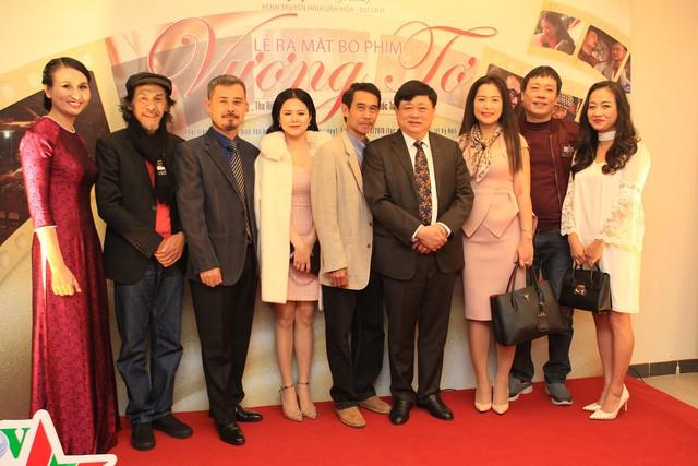 Ông Nguyễn Thế Kỷ cùng các nghệ sĩ dấu ấn VFS: diễn viên Thu Hiền, Phú Đôn, Vĩnh Xương và đạo diễn Đức Việt