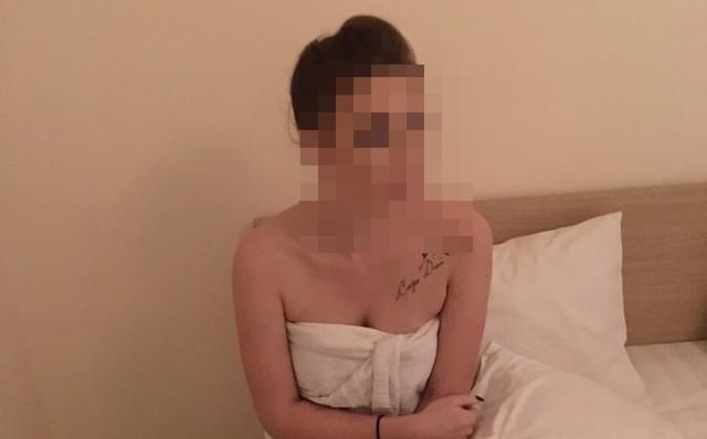 Một cô gái ngoại quốc trong đường dây của Prokoffva Elena bị bắt quả tang khi đang bán dâm.