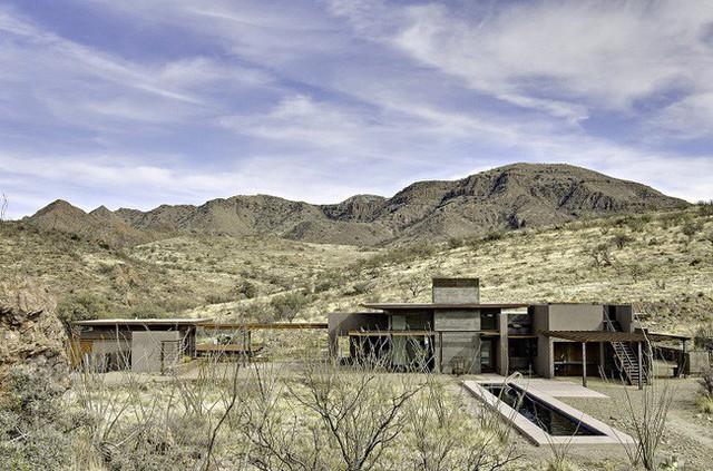 15. Những ngôi nhà của khu dân cư trên núi San Cayetano cách nhau cả chục cây số đều được kiến trúc sư Paul Weiner thiết kế chỉn chu và hiện đại.