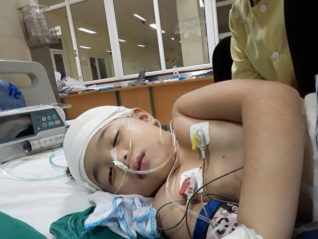 Chỉ trong vòng một tuần ngắn ngủi mới đây, bé Duyên đã trải qua 3 đợt phẫu thuật