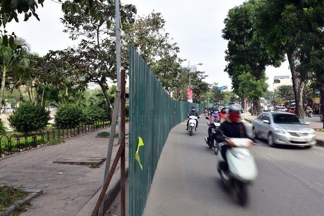 Từ sáng ngày 2/1, lực lượng chức năng đã tiến hành rào chắn công trình để phục vụ việc thi công.