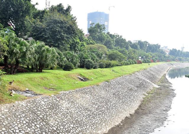 Toàn bộ cảnh quan dọc bờ sông Tô Lịch chỉ thời gian ngắn nữa sẽ biến thành đường phố.