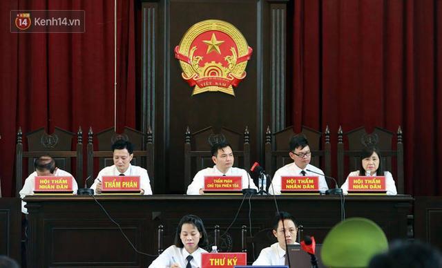 Tòa án thành phố Hòa Bình đã tuyên án với các bị cáo trong vụ sự cố chạy thận làm 9 người chết.