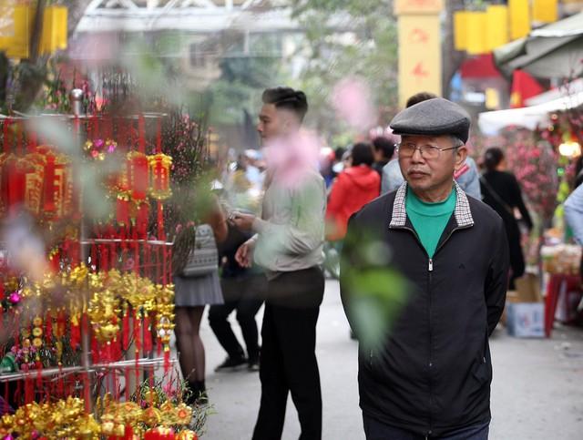 Trải qua bao năm nhưng chợ hoa Hàng Lược vẫn giữ được nét riêng, nét độc đáo cho mình. Rất nhiều người Hà Nội đã cao tuổi và từng gắn bó với biết bao phiên chợ đã không khỏi bồi hồi, xúc động khi những kỷ niệm thời xa xưa chợt ùa về.