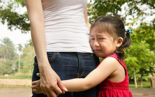 Cha mẹ thường rơi vào tình trạng mắng con cho hả dạ rồi sau đó ân hận. Ảnh minh họa
