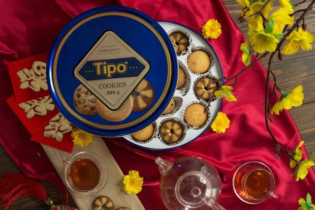 Một hộp bánh thơm kèm ấm trà nóng chắc chắn sẽ giúp nàng dâu được ghi điểm trong mắt mẹ chồng