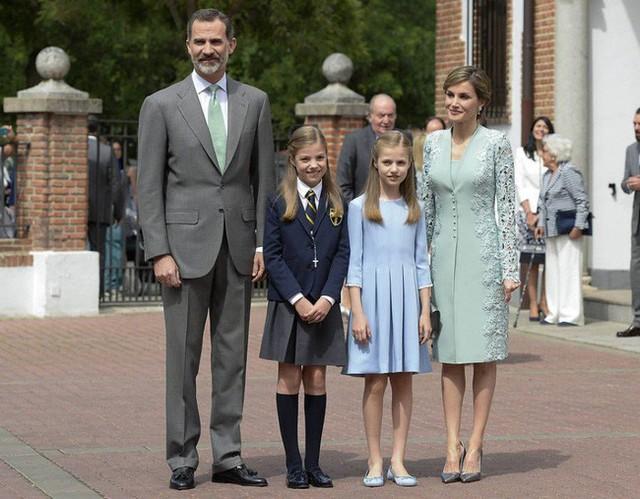 Cặp đôi có hai nàng công chúa xinh đẹp.