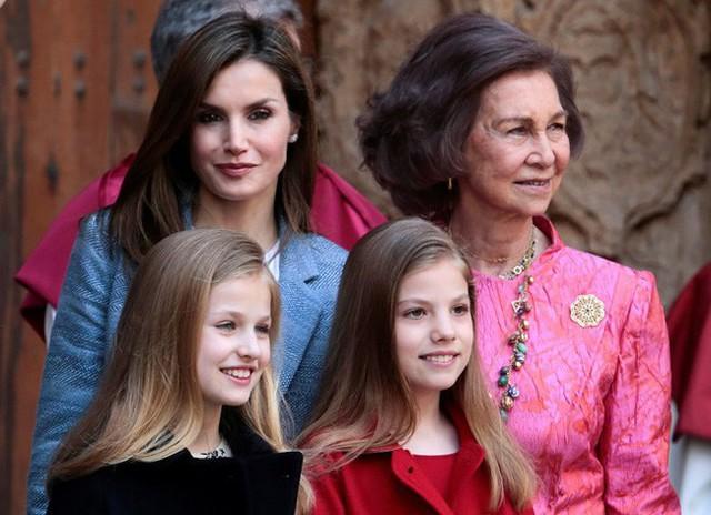 Cuộc chiến mẹ chồng nàng dâu có thực ở hoàng gia Tây Ban Nha.