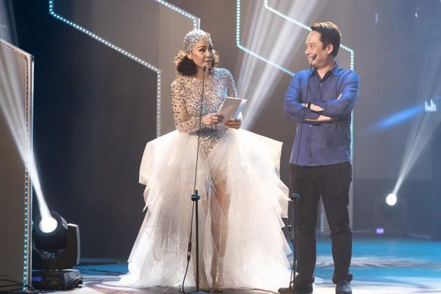Thu Minh cũng đảm nhận vị trí trao giải cho nghệ sĩ trong Keeng Young Awards 2018.