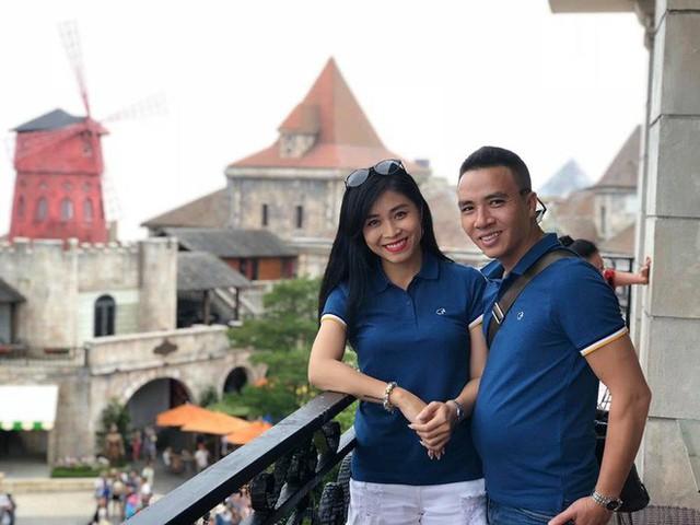 Cô cũng cho biết, đúng khoảng thời gian này năm ngoái, anh Mạnh Hùng chính thức cầu hôn cô và họ trở thành vợ chồng mà chưa tổ chức đám cưới.