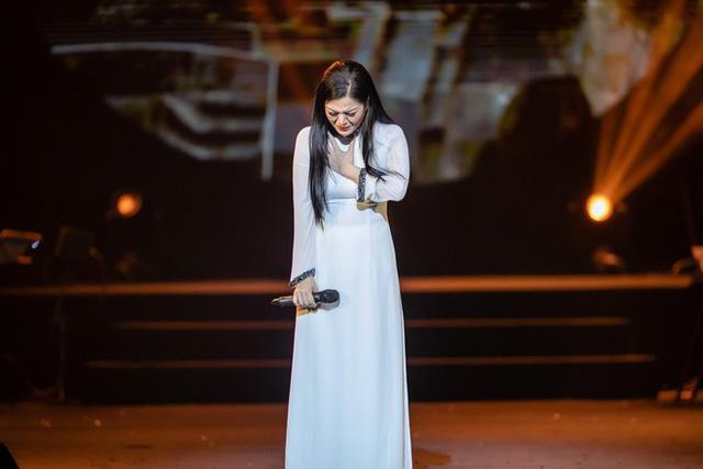 Ca sĩ Đinh Hiền Anh nhiều lần bật khóc khi nhớ về những kỉ niệm với cố nhạc sĩ An Thuyên.