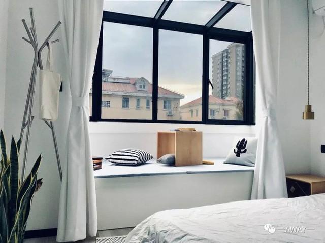 Góc thư giãn, đọc sách bên cửa sổ.
