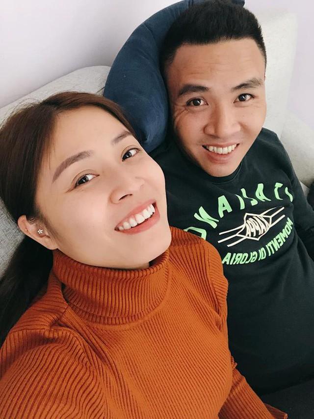 Chồng Hoàng Linh vẫn luôn thể hiện sự quan tâm, yêu thương chiều chuộng vợ.