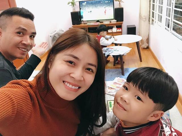 Mỗi cuối tuần, Hoàng Linh và chồng lại đón 2 người con riêng của Hoàng Linh về nhà để chăm sóc.