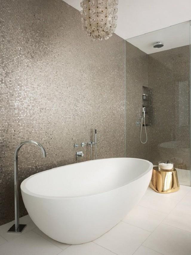 Nếu tường của bạn là chất liệu lóng lánh và bắt mắt thì sàn của bạn nên chọn màu đơn sắc cho cân bằng.