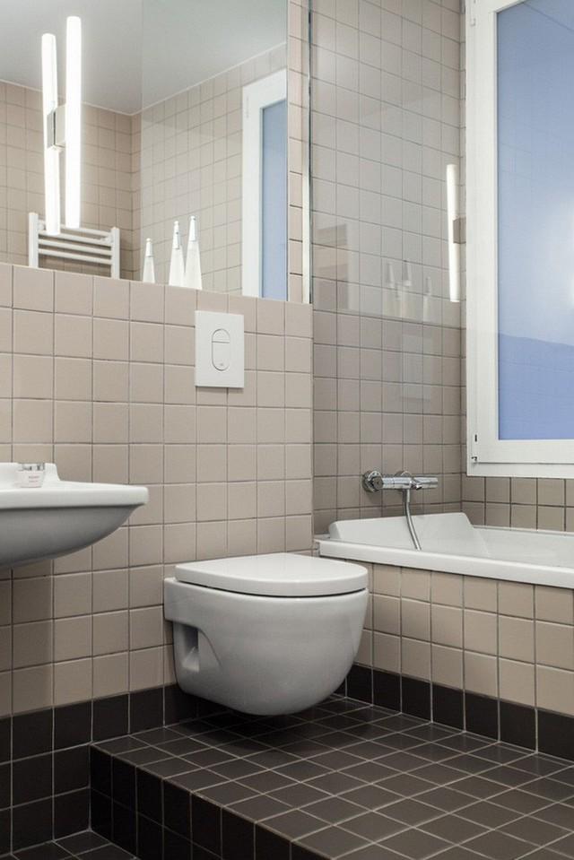 Nhà vệ sinh cũng khá sạch sẽ, tinh tươm.