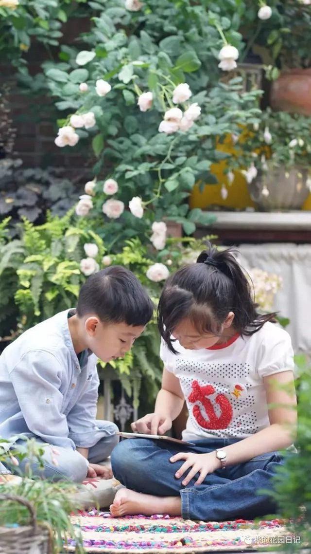 Góc vui chơi cho hai con nhỏ.