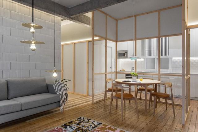 Không gian phụ này có thể làm bàn ăn, bàn đọc sách, bàn thưởng trà, bàn làm việc, bàn vui chơi, học bài của các con,… khá nhiều chức năng được sử dụng trong một không gian không tốn quá nhiều diện tích này.