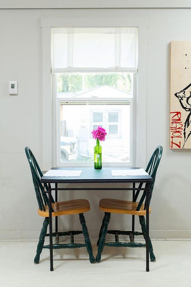 Không thể phủ nhận là một chiếc bàn dành cho hai người vô cùng lãng mạn!