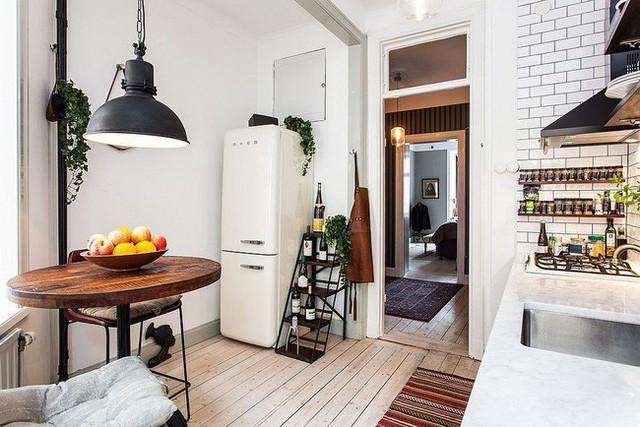 Các yếu tố công nghiệp và Scandinavia được kết hợp đẹp mắt trong phòng ăn và nhà bếp này.