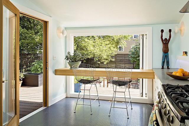Biến quầy bar ăn sáng trong nhà bếp nhỏ thành bàn cho hai người.