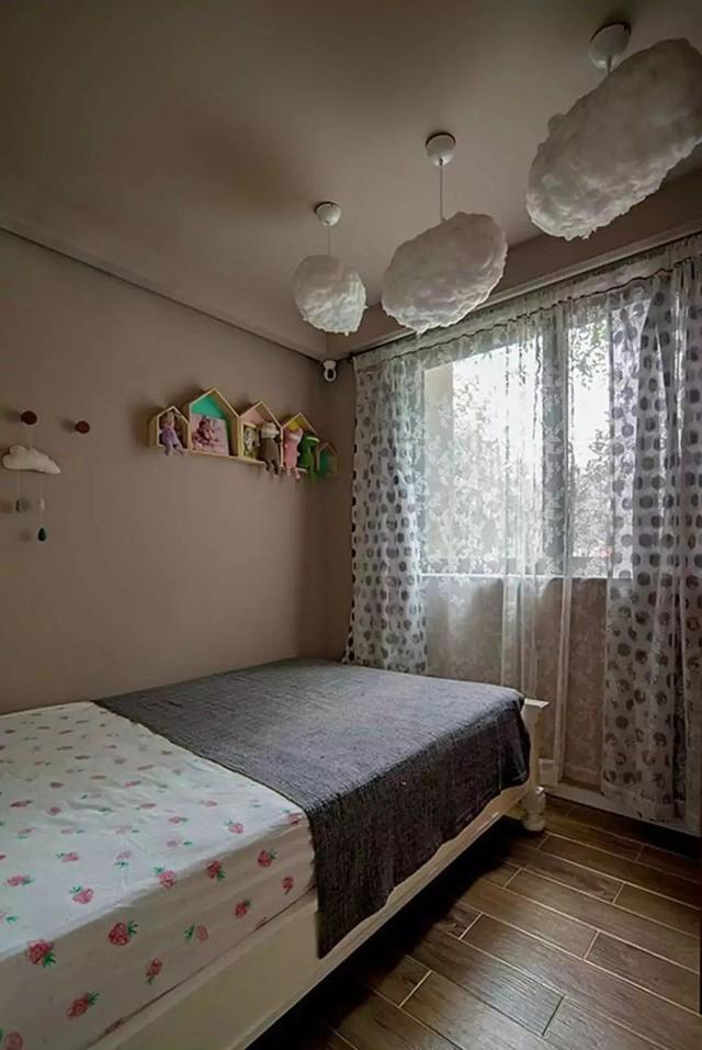 Căn phòng được vợ chồng chị Yao Yao thiết kế, decor vô cùng đáng yêu với màu sắc đơn giản, nhẹ nhàng nhất, là món quà của họ dành cho đứa con nhỏ của mình.