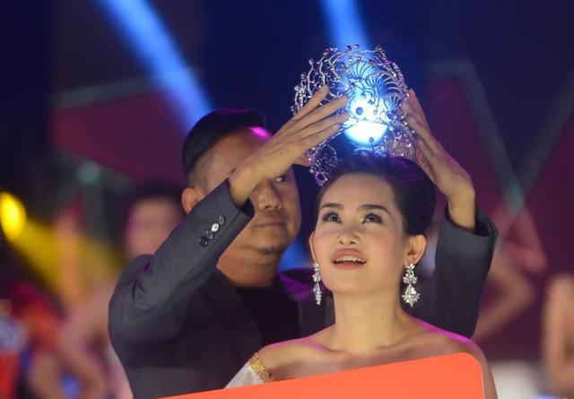 Đại diện Lê Âu Ngân Anh cho biết việc tước vương miện không gây ảnh hưởng đến cuộc thi Miss Intercontinental