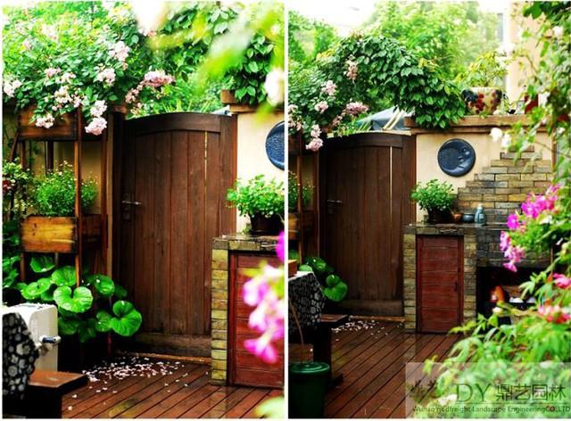 Cổng vào vườn đượm chất hoài cổ.