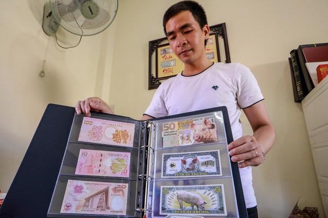 Gần một tháng nữa mới đến Tết Nguyên đán nhưng nhiều cửa hàng kinh doanh tiền lưu niệm tại TP HCM đã rục rịch sưu tầm, mua bán các loại tiền in hình linh vật con heo.
