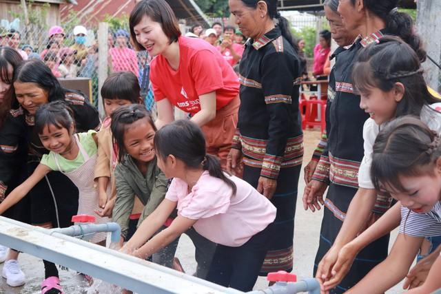 Người dân Mang Yang hân hoan đón nguồn nước sạch về bản làng  - Ảnh 1.