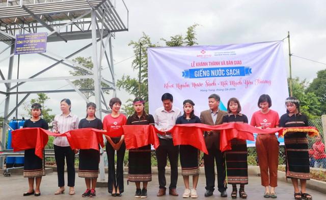 Người dân Mang Yang hân hoan đón nguồn nước sạch về bản làng  - Ảnh 2.
