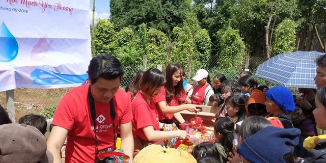 Người dân Mang Yang hân hoan đón nguồn nước sạch về bản làng  - Ảnh 3.