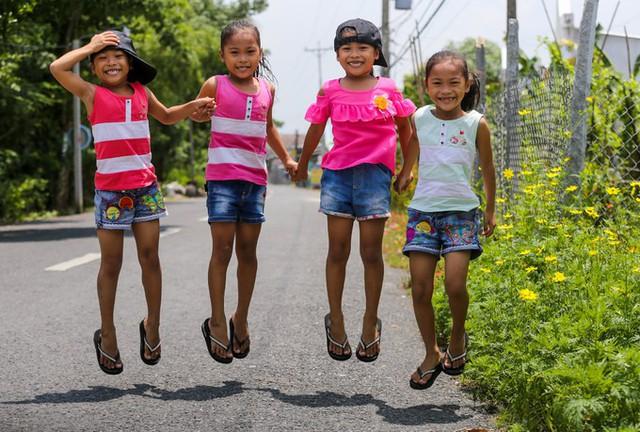 Tuổi vào lớp 2 của những bé gái sinh tư - Ảnh 8.