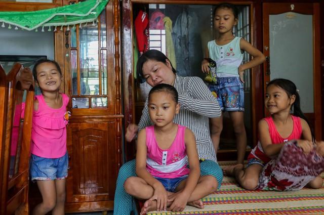 Tuổi vào lớp 2 của những bé gái sinh tư - Ảnh 10.