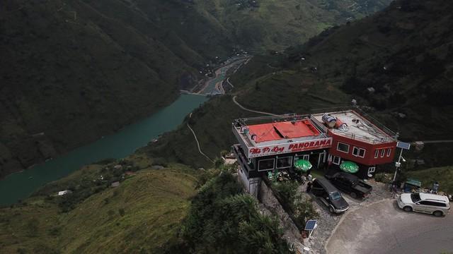 """Panorama """"mọc"""" trên đỉnh Mã Pì Lèng: Sẽ phá dỡ toàn bộ tầng giật cấp nhô ra sông Nho Quế - Ảnh 4."""