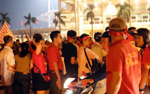 SVĐ Mỹ Đình kẹt cứng người trước trận đấu giữa đội tuyển Việt Nam - Malaysia - Ảnh 8.